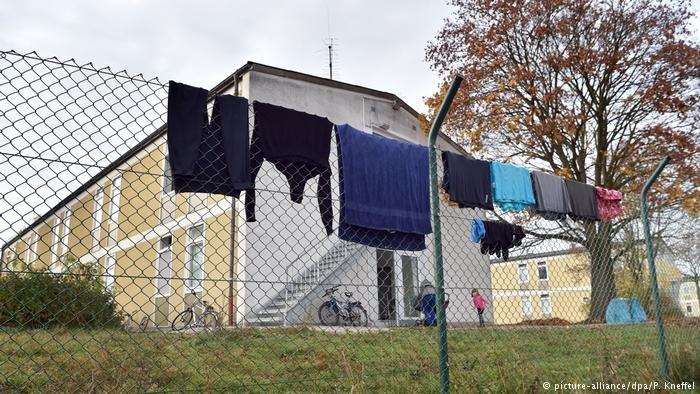 عکس از دویچه وله/ روند ساخت و ساز مراکز نگهداری پناهجویان در ایالت بایرن آلمان آغاز گردید.