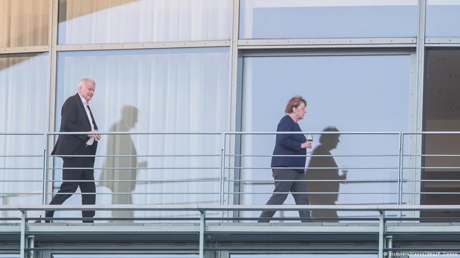 المستشارة الألمانية ووزير داخليتها