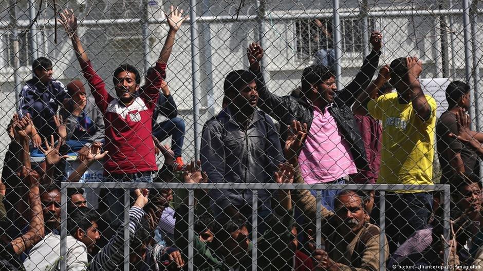 """مهاجران  در کمپ """"موریا"""""""