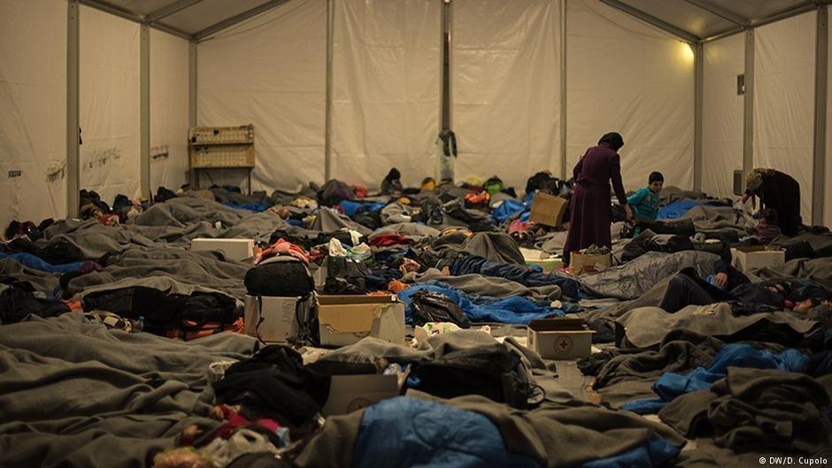 کمپ مهاجران در ایدیومی یونان که از خیمه ساخته شده است، عکس از دیوگو کوپولو، دویچه وله