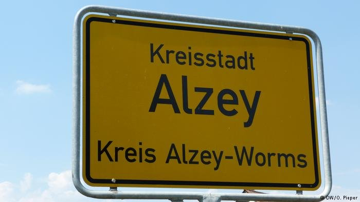 Alzey, a town with a population of some 18,000, is in the SPD-governed state of Rhineland-Palatinate
