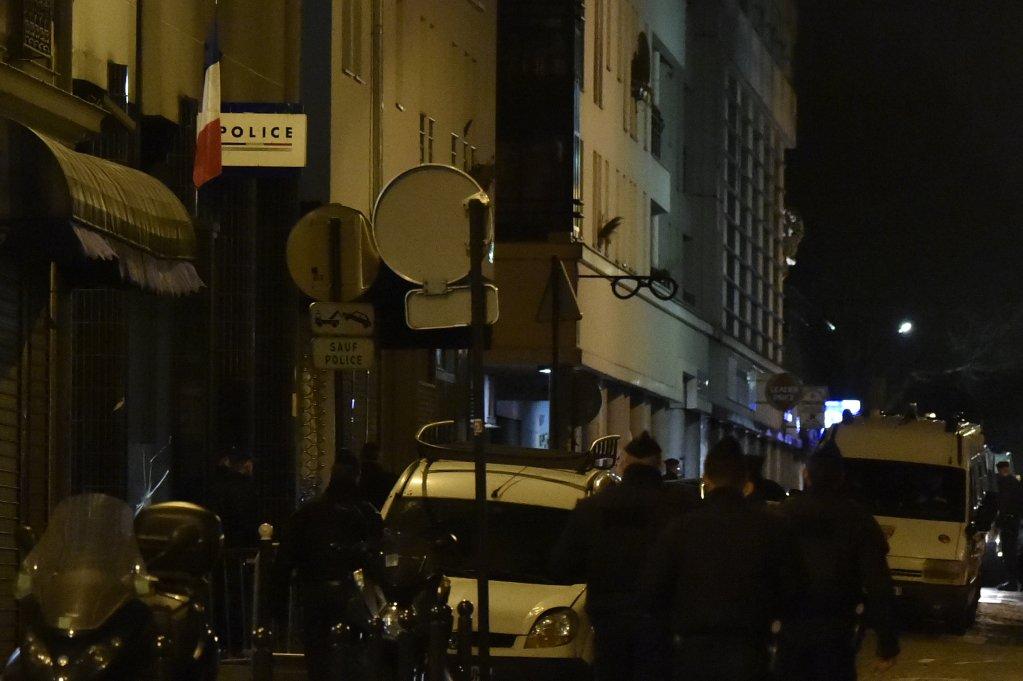 DOMINIQUE FAGET / AFP |Des policiers français rue de la Goutte d'Or, à Paris.
