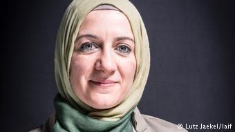المحامية نهلة عثمان الممتخصصة بقاضايا اللاجئين و المهاجرين بفرانكفورت