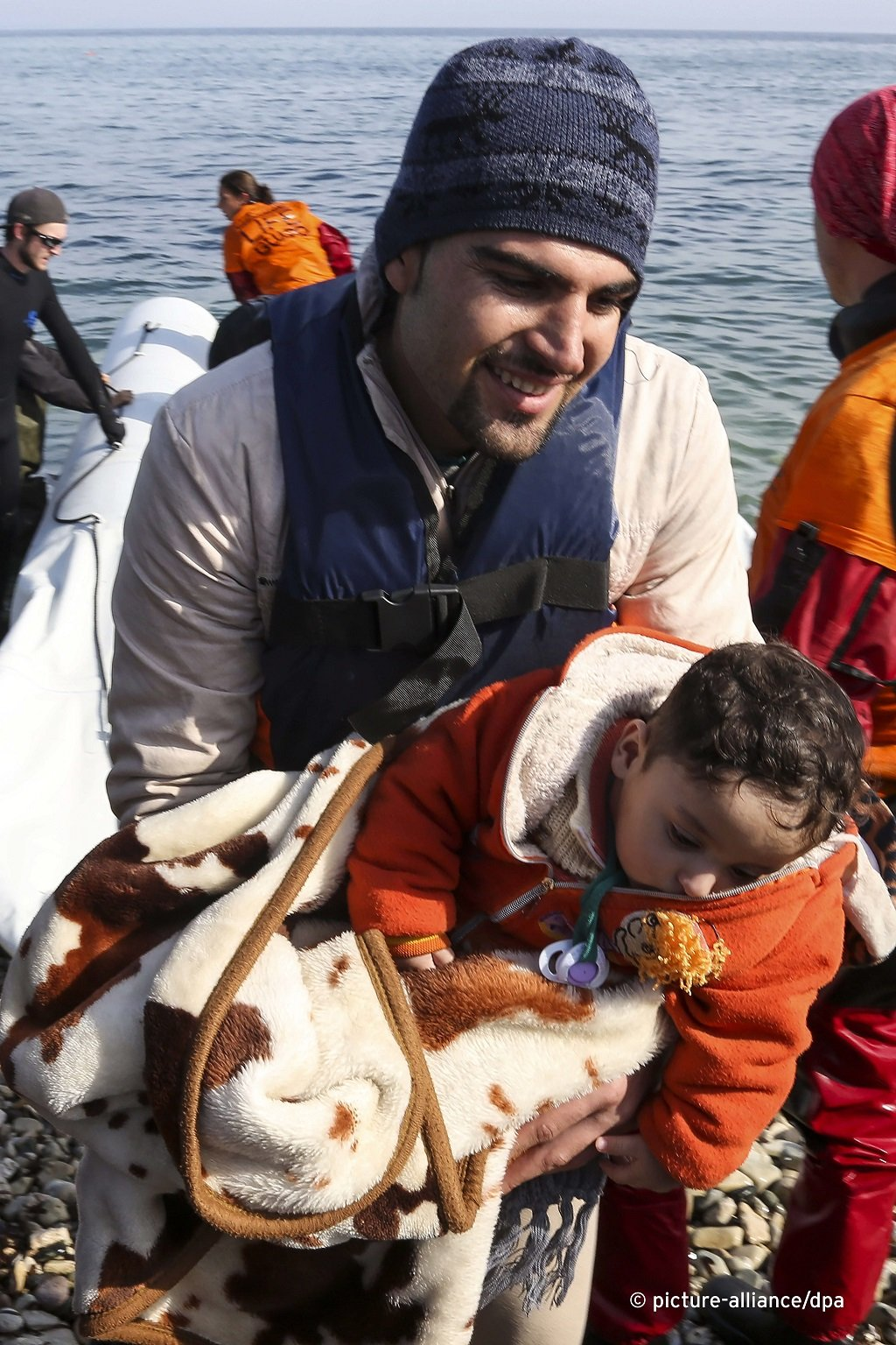 A migrant arrives on Lesbos  Photo picture-alliance