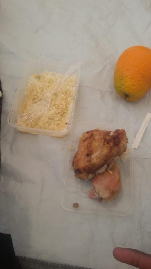 Nourriture donne aux rsidents du camp Pournara Crdit  DR