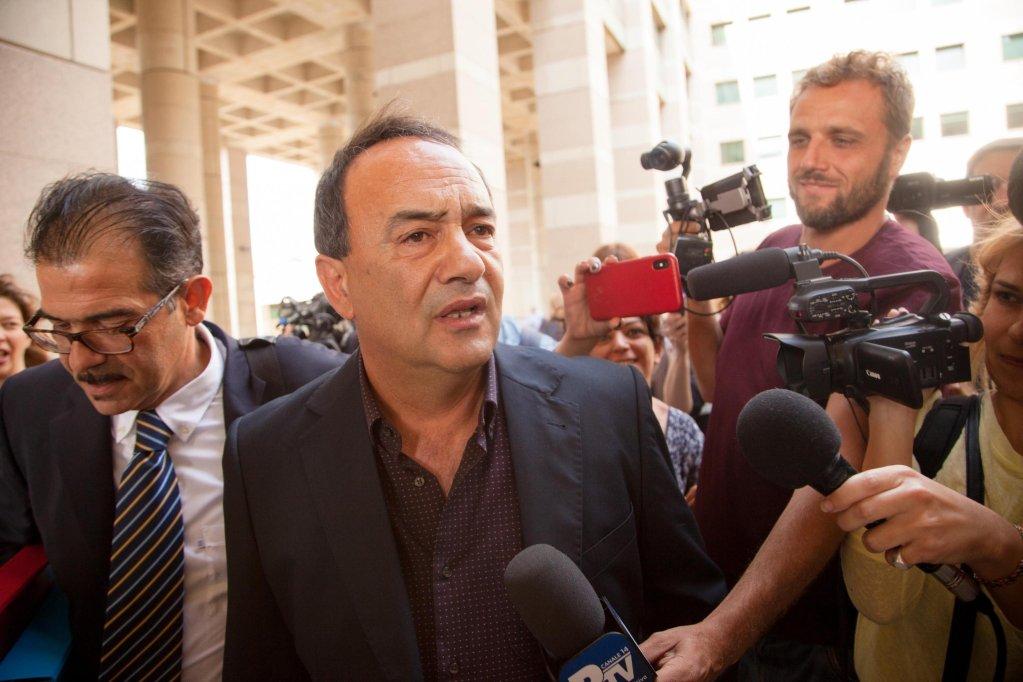 ansa / دومينيكو لوتشانو عمدة رياتشي بعد جلسة استماع بشأن إطلاق سراحه في محكمة ليبرتا بريجيو كالابريا في 16 تشرين الأول/ أكتوبر الماضي. المصدر: أنسا/ ماركو كوست