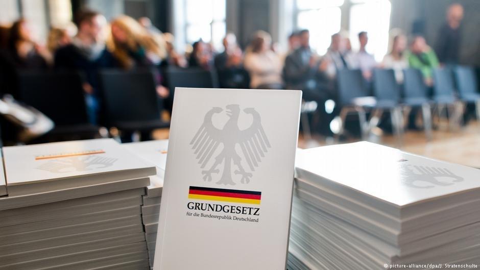 La Constitution allemande | Photo: Picture-alliance/dpa/J.Stratenschulte