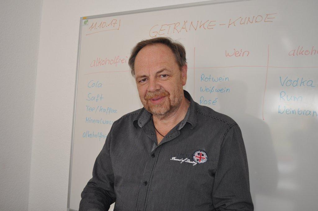 توماس سوكوب مدير المشروع ومساعد في دروس اللغة للمتدربين