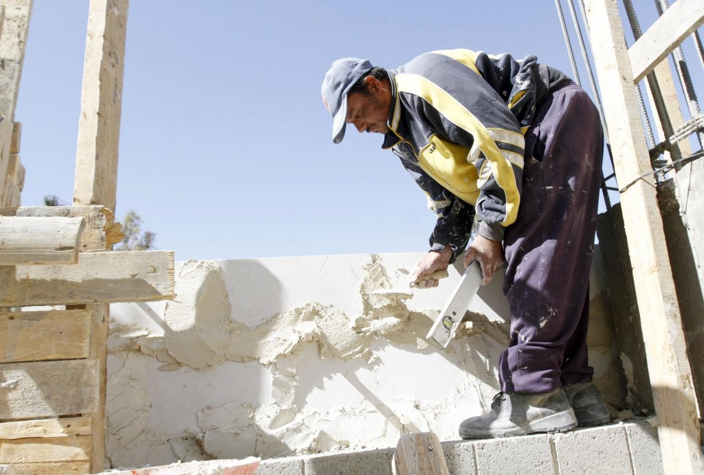 The picture shows A man working at a construction site in Amman, Jordan (archive). Copyright: ANSA