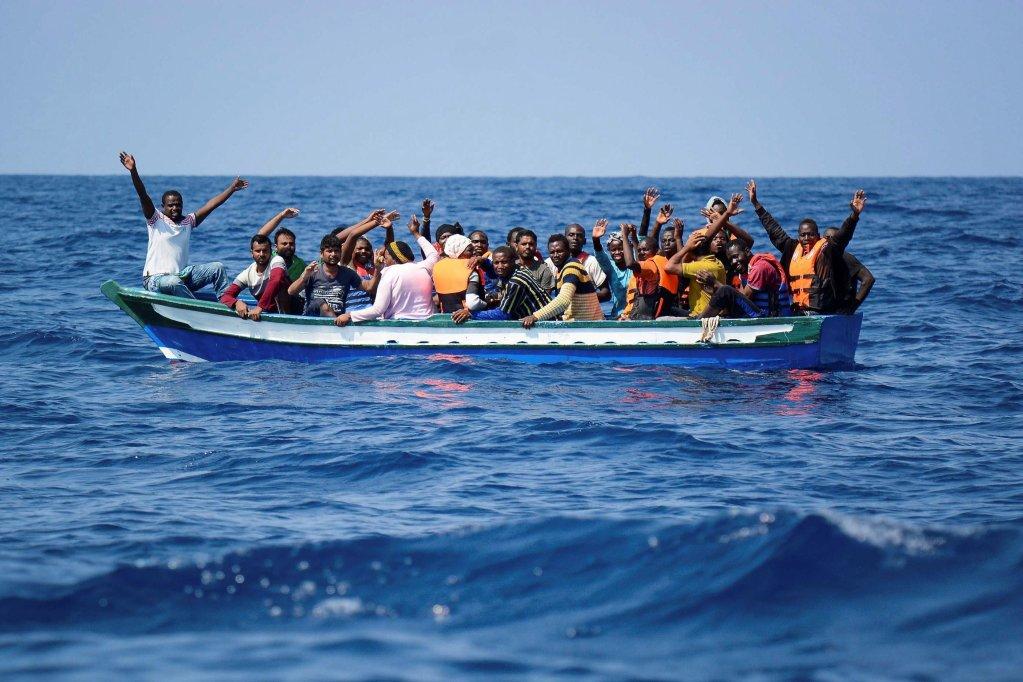 ANSA / إنقاذ مهاجرين بواسطة سفينة تابعة لمنظمة أطباء بلا حدود. المصدر/ إي بي أيه/ أم أس إف / أطباء بلا حدود.