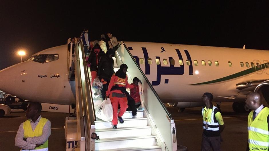 مهاجرون من ساحل العاج يعودون إلى وطنهم بعد رحلة عذاب تعرضوا لها في ليبيا بحثا عن مستقبل أفضل. أرشيف