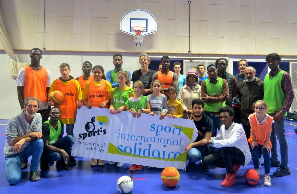 Lassociation Sportis met en place des activits sportives pendant lt pour les migrants et les rfugis Crdit  Sportis