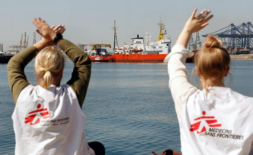 This picture shows two women from Doctors Without Borders waving to teh Aquarius, shown in the background, aboard which 106 migrants were traveling, at the Port of Valencia, Spain on June 17, 2018 Photo: EPS/ Juan Carlos Cardenas