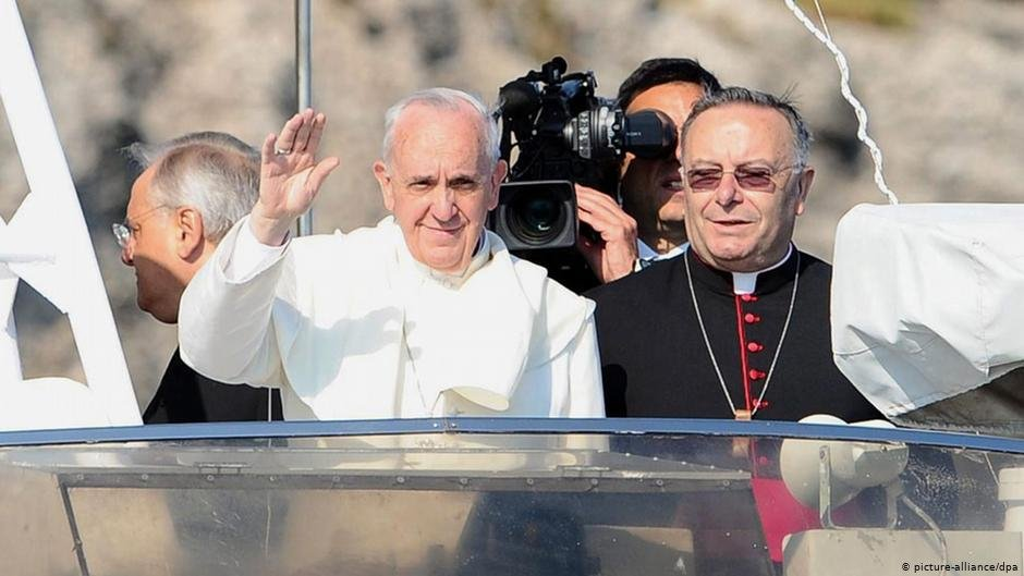 The pope's trip to Lampedusa was one of his first major acts of office in 2013 | Photo: picture-alliance/dpa