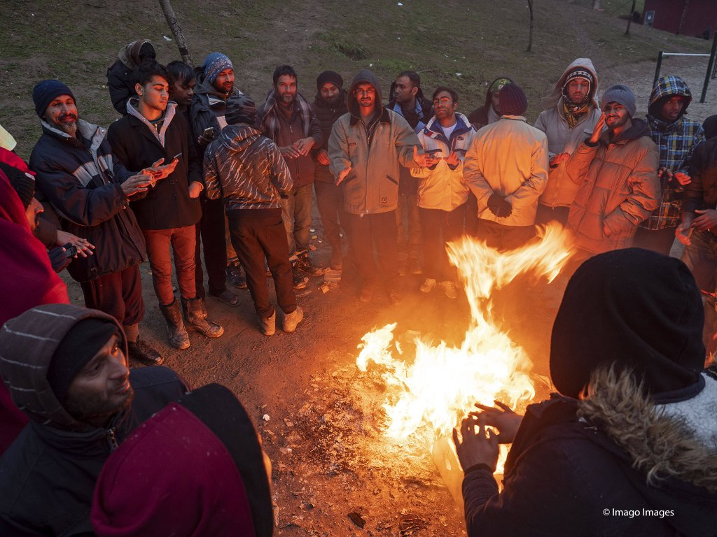 From file: People warming themselves at Usivak refugee camp close to Sarajevo | Photo: Imago