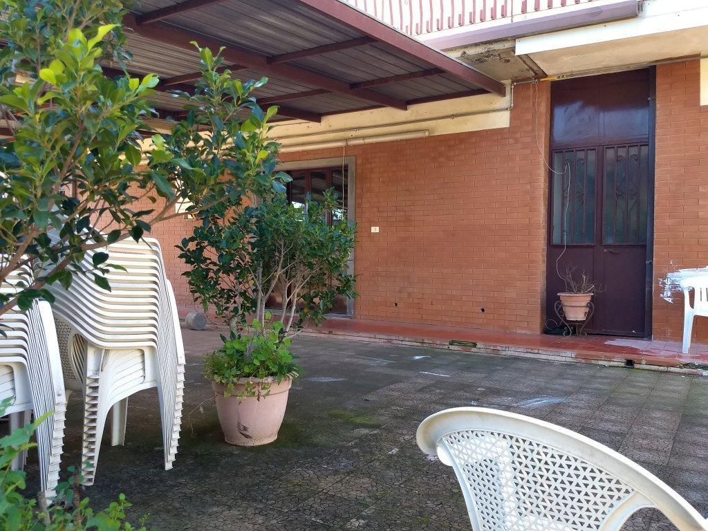 Le jardin à la Casa Famiglia, devant la chambre d'Abdoulhaye | Photo: Emma Wallis