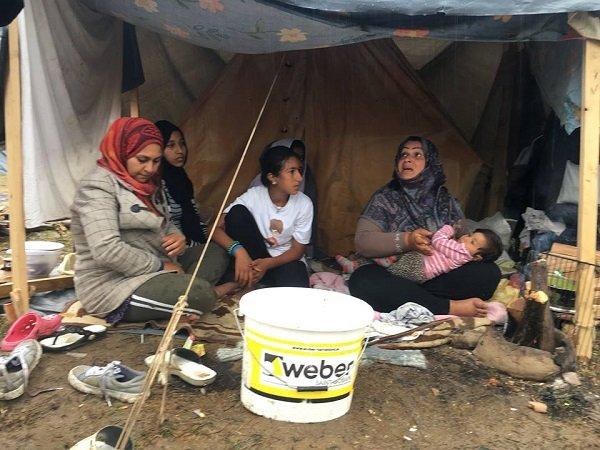Ghoufran  adroite et une partie de ses enfants au camp de Kledusha prs de la frontire croate Crdit  InfoMigrants