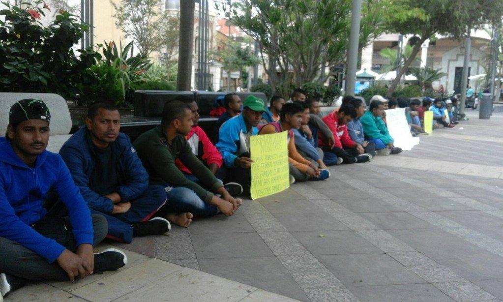 مهاجرون يتظاهرون في سبتة