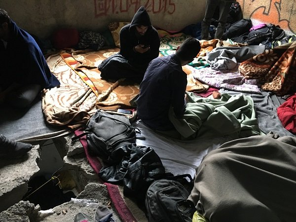 Un trou bant est visble  lendroit o dorment les migrants Crdit  InfoMigrants