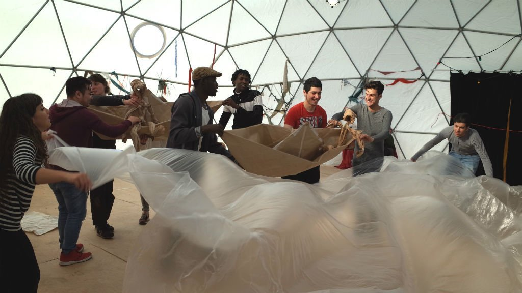 The Good Chance Theatre built a temporary dome-shaped theatre in Paris in January 2018. (Photo: Julia Dumont/InfoMigrants)