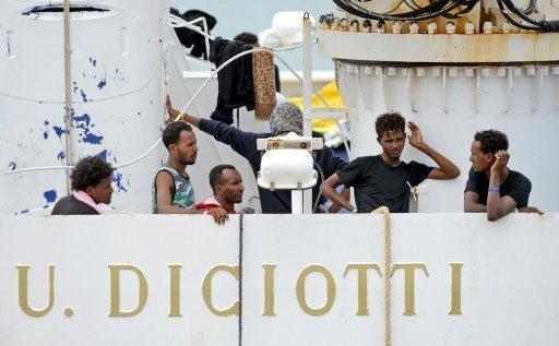 أ ف ب |مهاجرون على السفينة ديتشيوتي