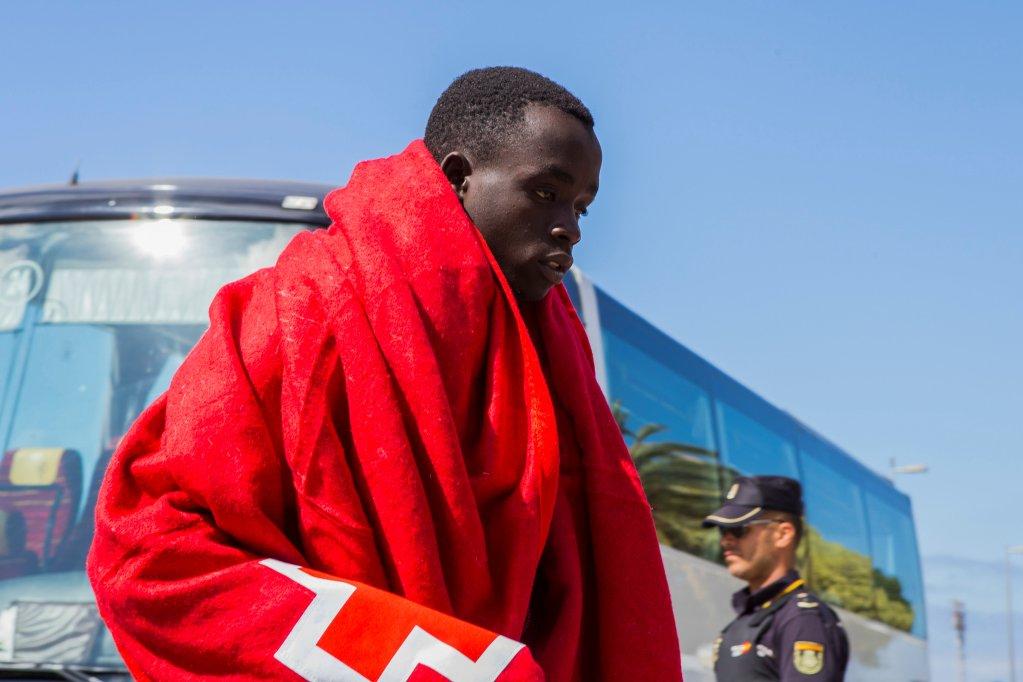 مهاجر يصل إلى جزر الكناري في 23 حزيران / يونيو 2018. رويترز