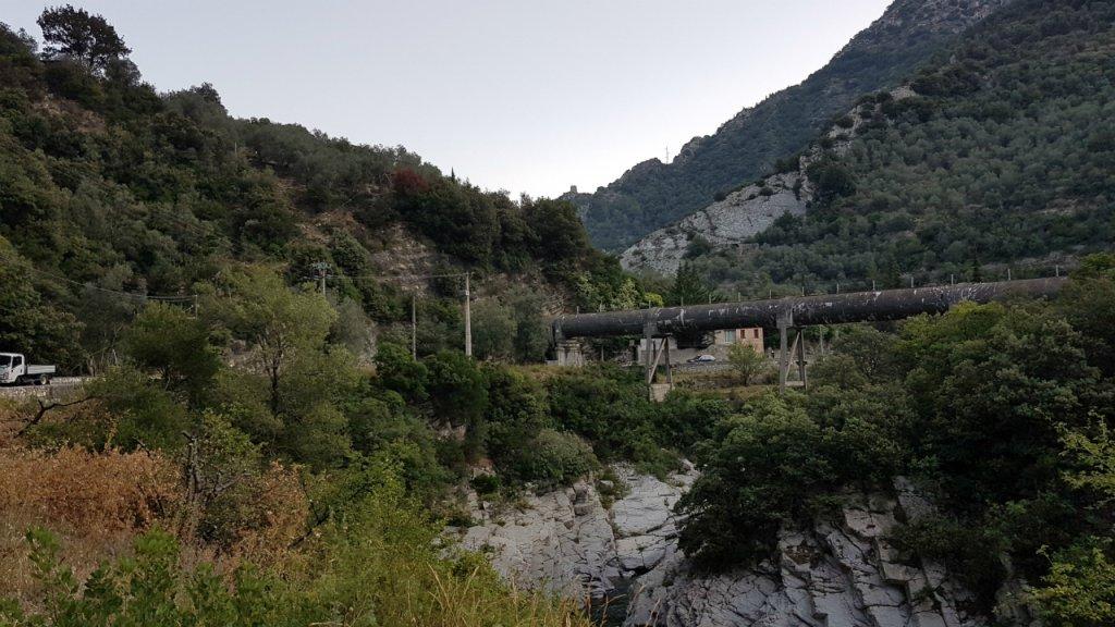 La propriété de Cédric Herrou offre une vue plongeante sur la vallée de la Roya. Crédit : Charif Bibi