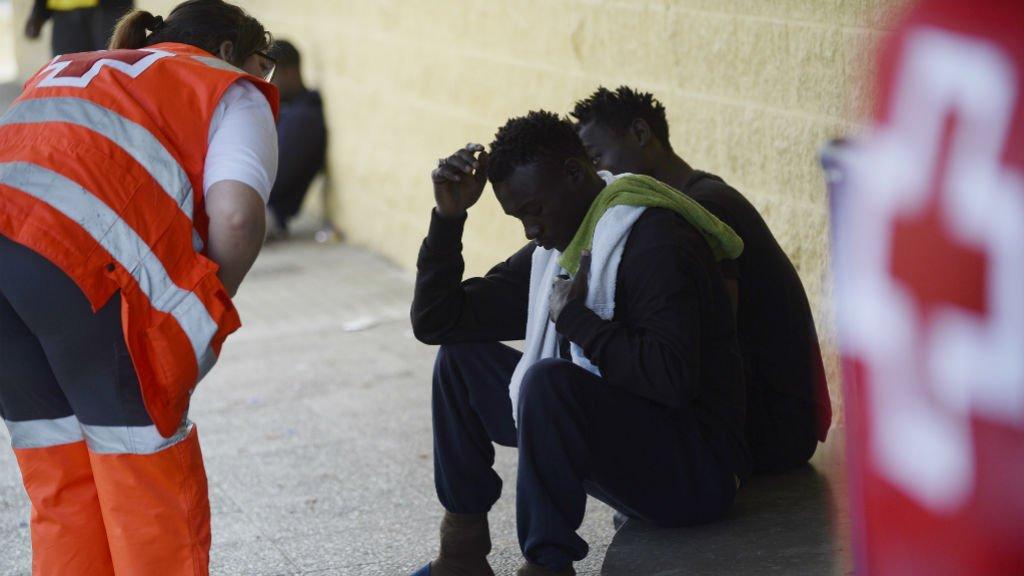 Cristina Quicler, AFP   La Croix Rouge prend en charge des migrants le 21 juin à Jerez de la Frontera, dans le Sud de l'Espagne.