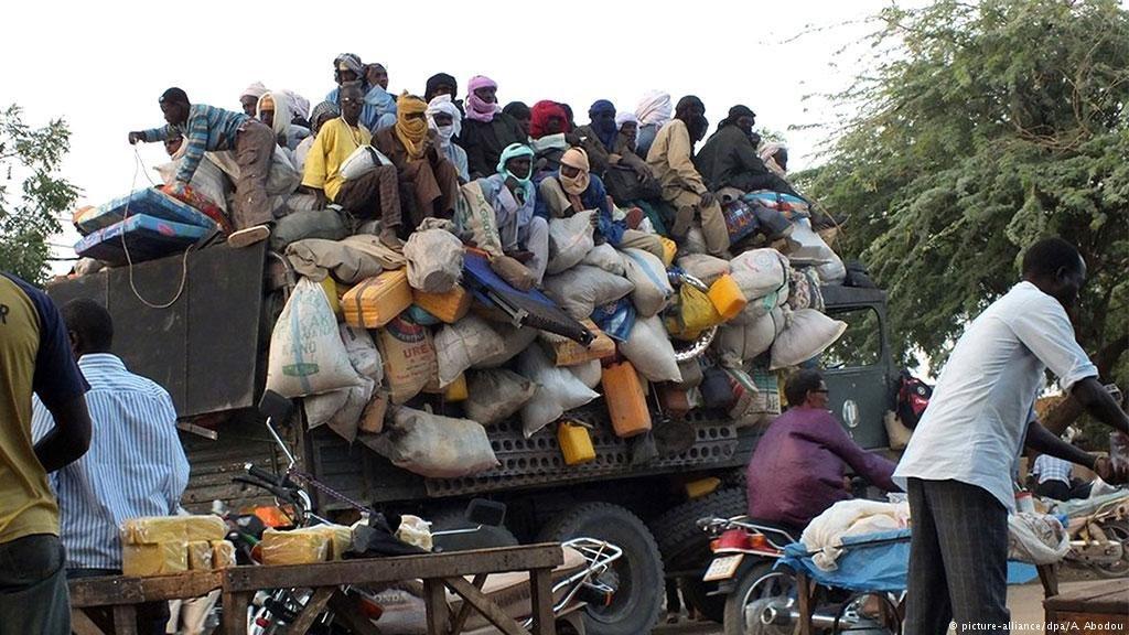 Chaque semaine, des camions remplis de migrants arrivent à Agadez, au Niger. Crédit: picture-alliance/dpa/A. Abodou
