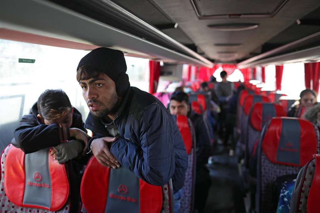 Syrian refugees returning to Syria sit aboard a bus in Istanbul Turkey  Photo EPAERDEM SAHIN