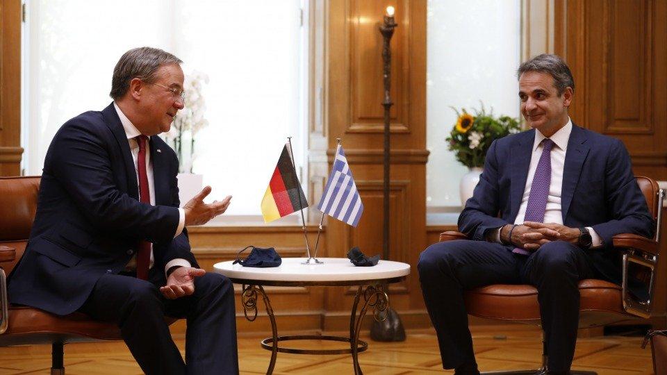 Chief of NRW Armin Laschet meets Greek Prime Minister Kyriakos Mitsotakis to talk about migration | Photo: Land NRW Press / Ralph Sondermann