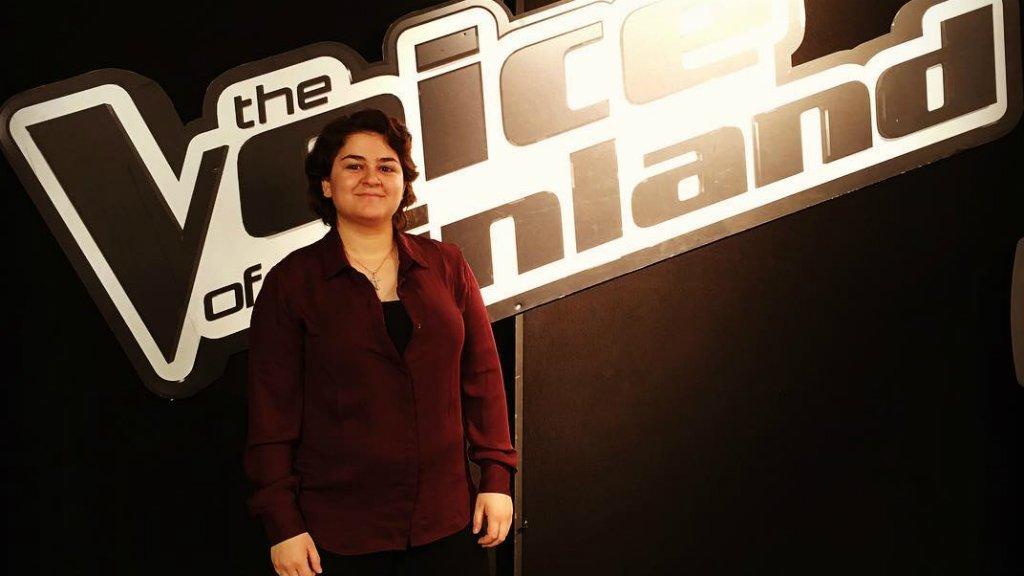 Joli Malki, une jeune réfugiée syrienne, a bouleversé le jury et le public de l'émission The Voice en Finlande avec son interprétation d'un titre de la chanteuse Adele. Crédit : Joli Malki / Facebook