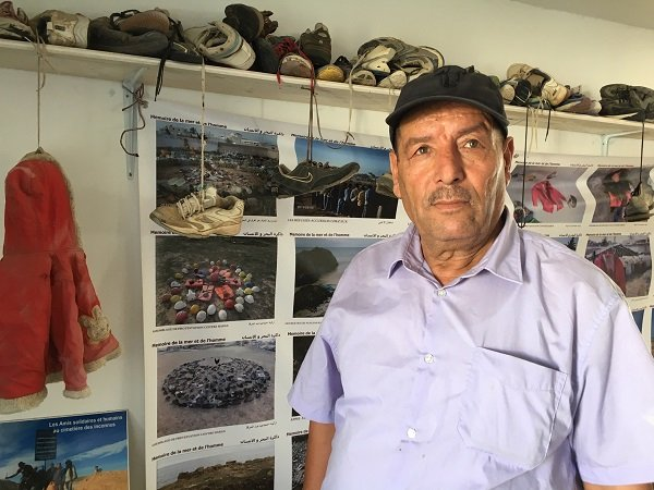 Mohsen dans son musée à Zarzis. Crédit : InfoMigrants