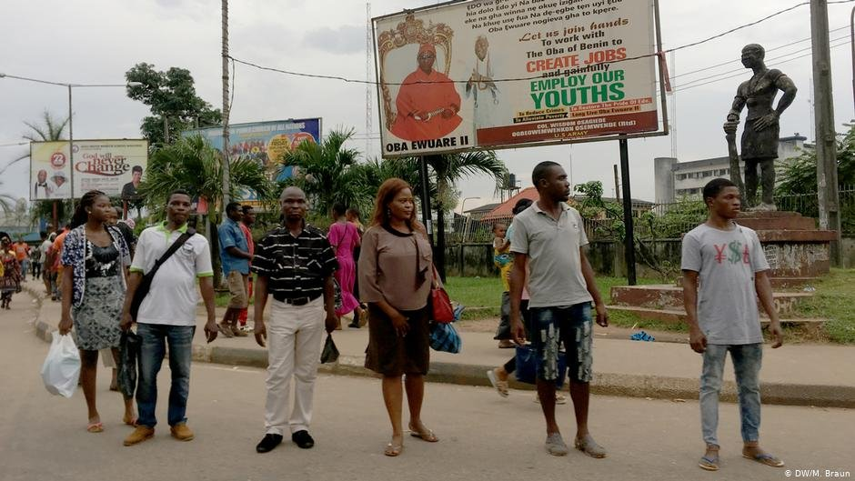 Youth unemployment is high in Nigeria. Many of the migrants hoping to make it to Europe leave and return from Benin City | Photo: DW / Maja Braun