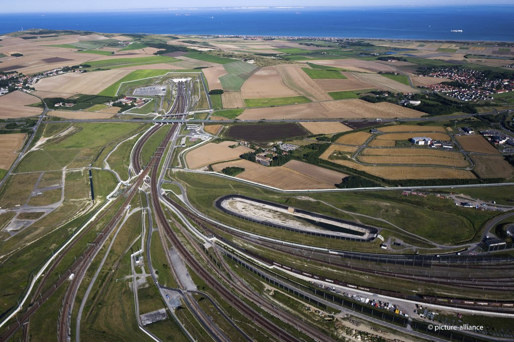 From file: An aerial view of the Eurotunnel site in Calais, northern France, August 24, 2016 | Photo:  Picture-alliance/AP Photo