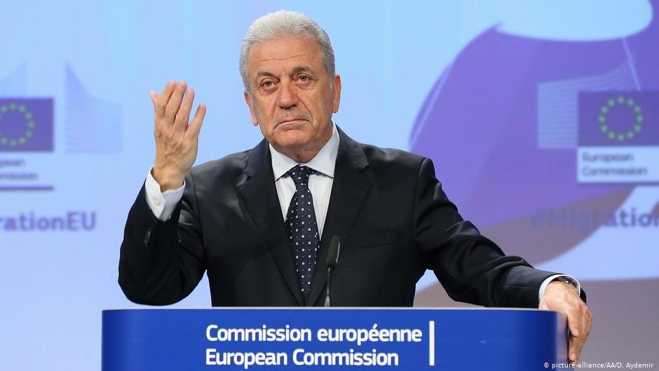 Avramopoulos indicated his support of streamlining Greece's asylum procedures, including deportations | COPYRIGHT: picture-alliance/AA/D. Aydemir