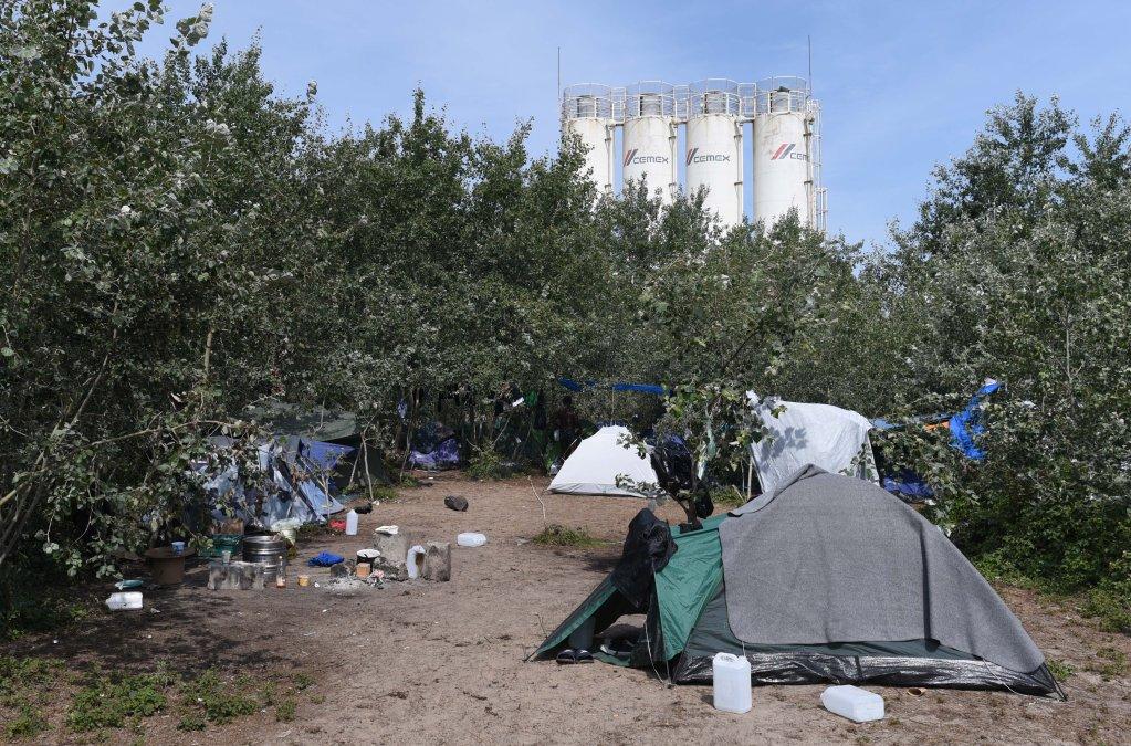 Quelques tentes au camp des Huttes  Calais le 17 juillet 2019 Crdit  Mehdi Chebil  InfoMigrants