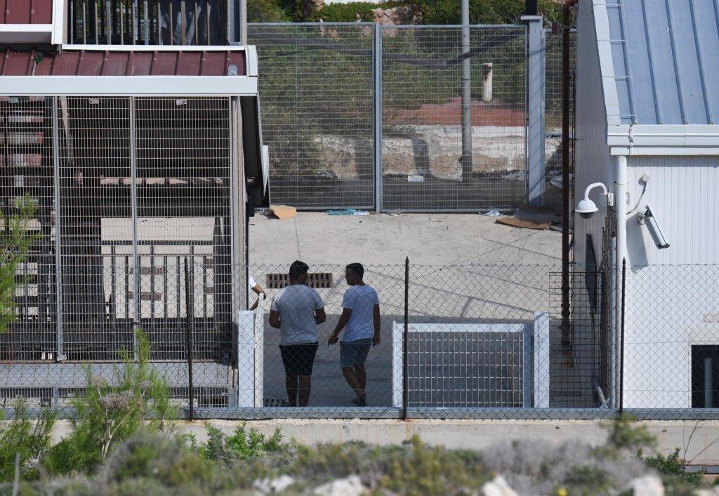 مهاجرون داخل مركز الاحتجاز المؤقت في لامبيدوزا. المصدر: مهدي شبيل