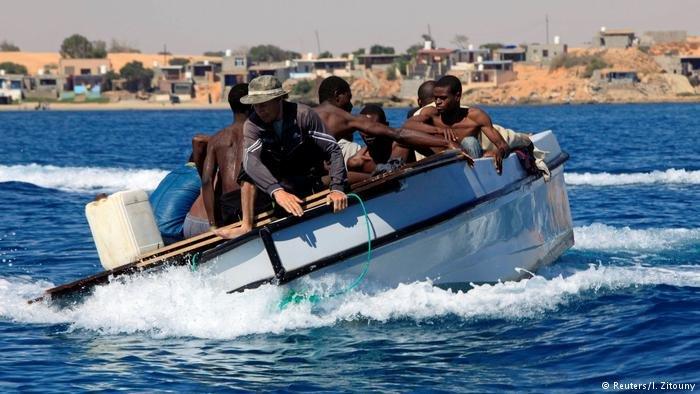 Des migrants rescapés d'un naufrage. Crédit : I. Zitouny
