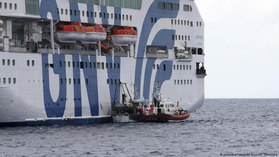 The migrants will quarantine on large chartered ferries, some embarked at the weekend | Photo: Picture-alliance/AP Photo/M.Seminara