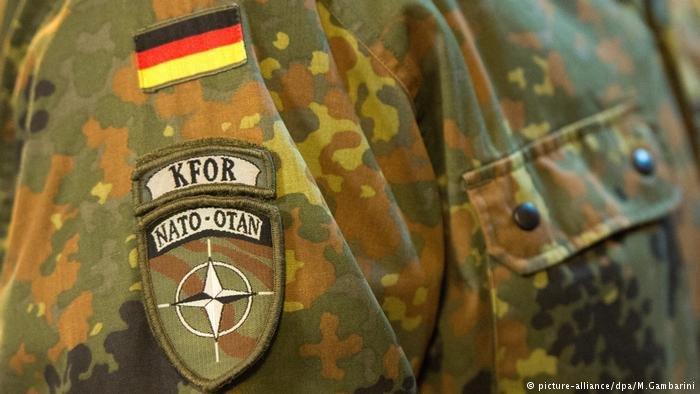 عکس از آرشیف دویچه وله/ سرباز آلمانی را در ماموریت کوزوو نشان میدهد.