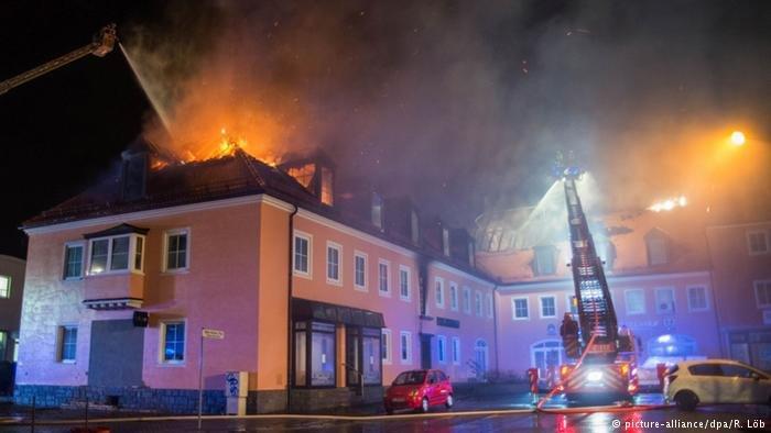 Début février 2016, un incendie se déclare sur le chantier d'un futur foyer d'asile à Bautzen, dans l'est de l'Allemagne. Des badauds ont bloqué l'intervention des pompiers.