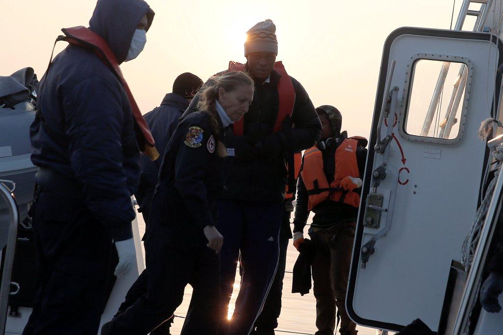 Christ Wamba a t secouru par les garde-ctes grecs alors quil tentait de rejoindre la Grce en bateau depuis la Turquie Crdit  Reuters
