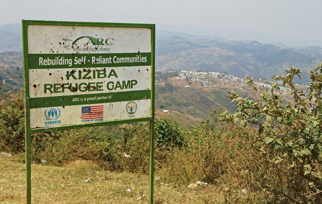 STEPHANIE AGLIETTI / AFP |L'entrée du camp de réfugiés congolais à Kiziba, au Rwanda, le 6 septembre 2016.