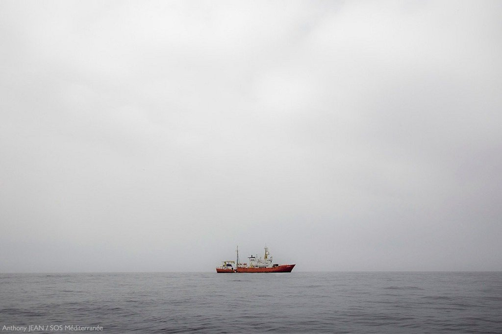 """سفينة أكواريوس. الصورة مأخوذة عن حساب منظمة """"أطباء بلا حدود"""" على تويتر."""