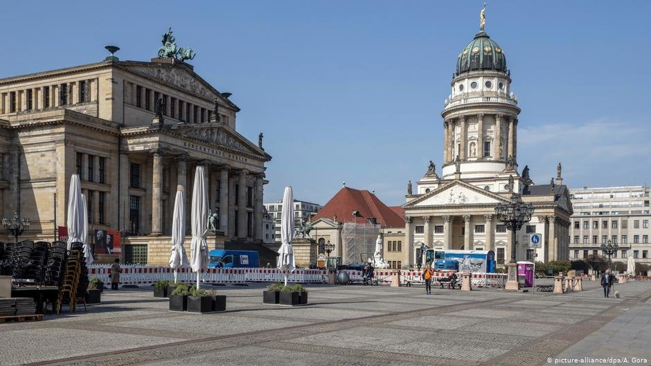 Berlin's inner city, such as the Gendarmenmarkt seen here, is normally bustling with people | Photo: Picture-alliance/dpa/A.Gora