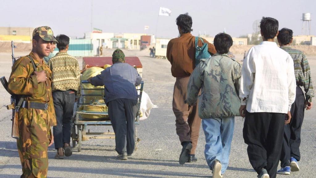 افغانهای مقیم ایران به صورت داوطلبانه این کشور را ترک میکنند. عکس از: آژانس خبرگزاری فرانسه.