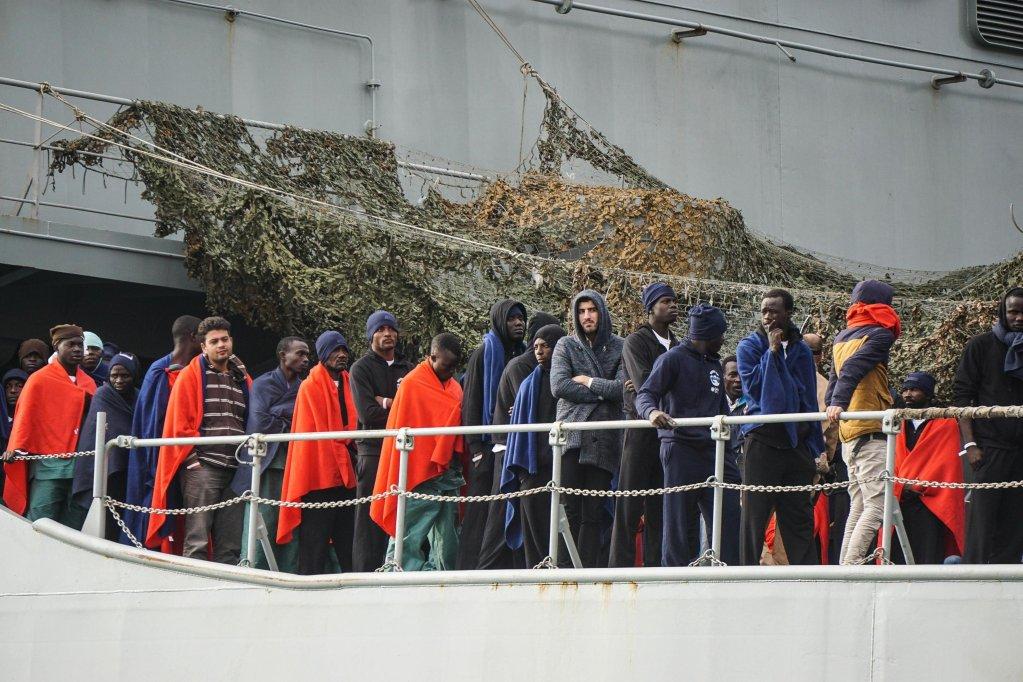 ansa / مهاجرون يهبطون في ميناء ساليرنو في إيطاليا. المصدر: صورة أرشيف / أنسا.