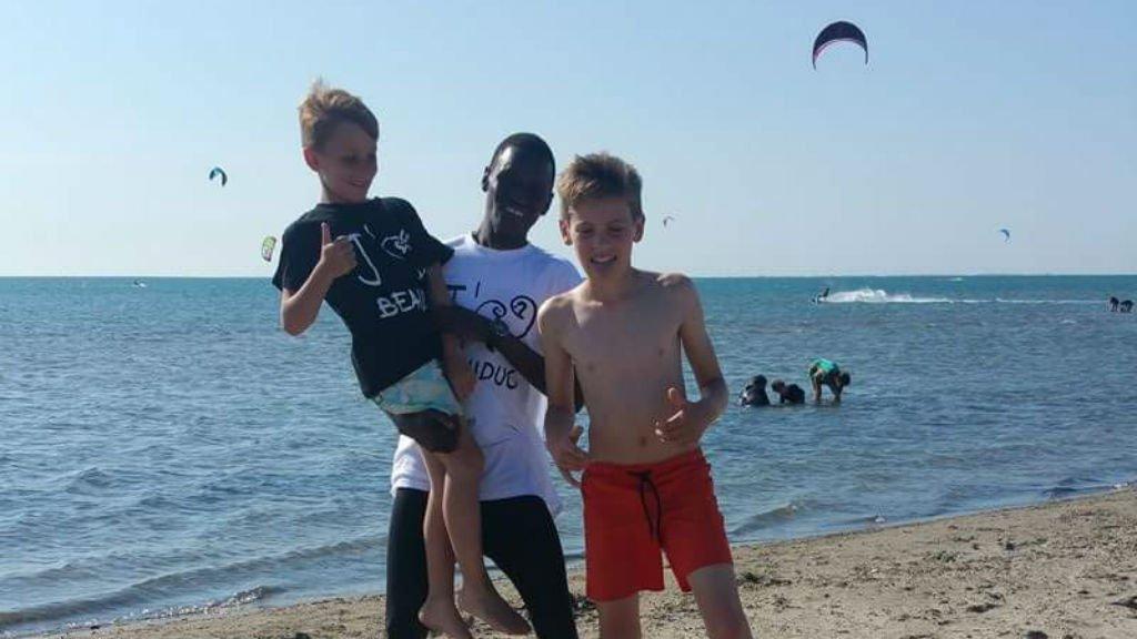 Kantra et deux des enfants de Solène et son mari. Crédit : Solène Bourgouin