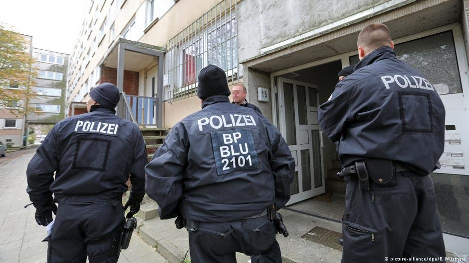 إلقاء القبض على لاجئ سوري صنع قنبلة في مطبخه في مدينة شفيرين الألمانية